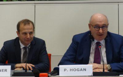 Еврокомисар Хоган: Обвързваме плащанията след 2020 г. с ясни задължения за качеството на водата, почвите и въздуха