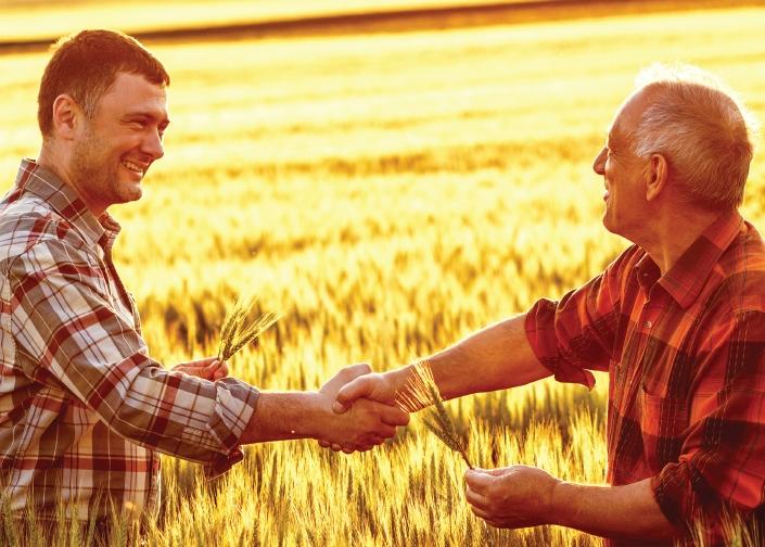 Еврокомисар Хоган: Възрастните фермери да получават премия, ако предадат бизнеса на младите