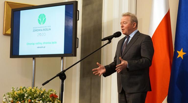 Комисар Войчеховски: Шансът на европейското земеделие е да премине към устойчиво производство на храни