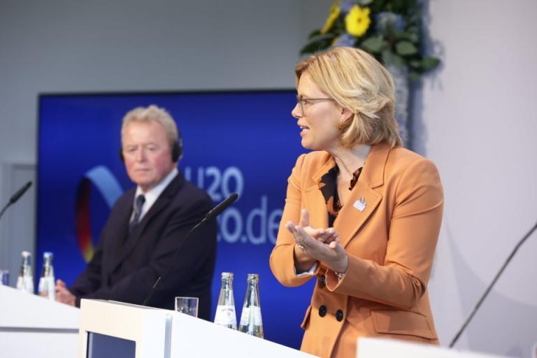 Войчеховски: ЕК разработва насоки за производството на земеделски стоки и храни в условията на криза